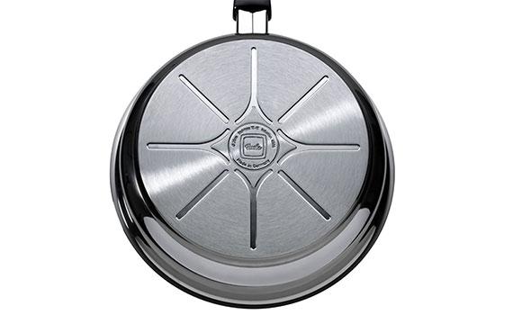 chảo Fissler Alux 24 cm có đáy chảo đươc sản xuất theo công nghệ cookstar